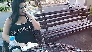 Safada Gozando em Publico brinquedo interativo Public female orgasm interactive toy girl with remote vibe outside