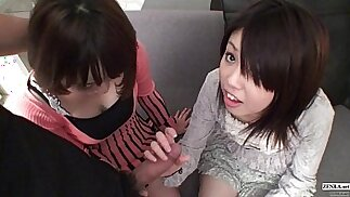 مترجم غير خاضع للرقابة POV اليابانية CFNM threesome blowjob في كامل HD