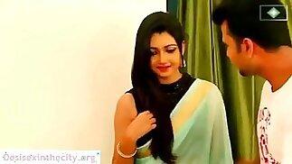 رومانسية زوجين هندي ينخرطان في العاطفة الجنسية xnxx.com