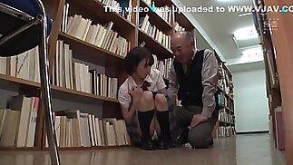 تلميذة يابانية أُسيء معاملتها من قبل رجال ناضجين