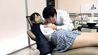رائعتين تلميذة اليابانية مارس الجنس من الصعب من قبل طبيب غريب
