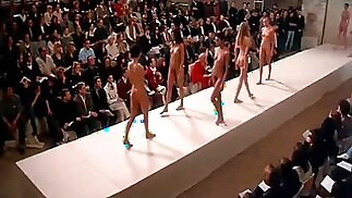 Nude Runway Show - Ready to Wear (Pret-a-porter) (1994)