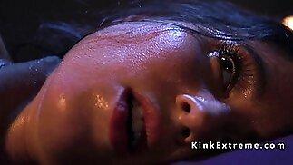 Wet pussy solo hottie fucks machine